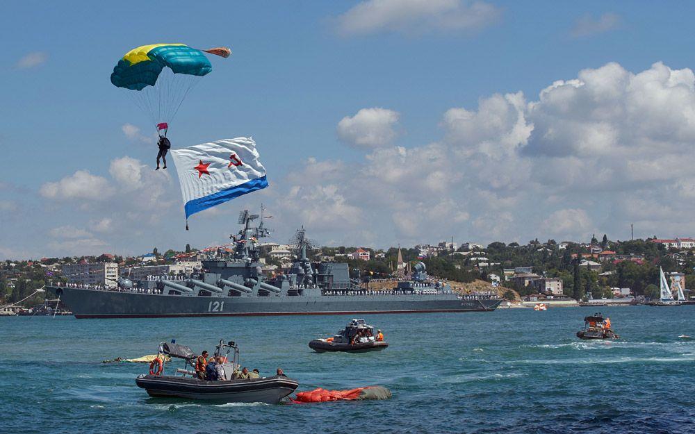 Во время военно-морского парада в честь Дня Военно-Морского Флота России в Севастополе.
