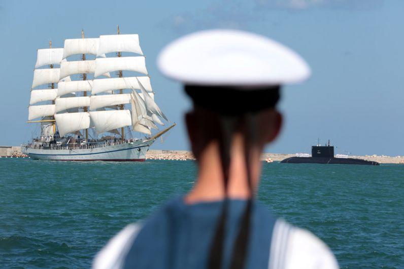 Во время празднования Дня Военно-морского флота России в Севастополе.