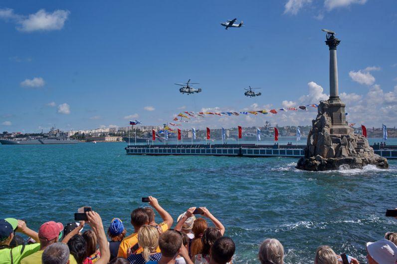 Во время военно-морского парада в честь празднования Дня Военно-морского флота России в Севастополе.