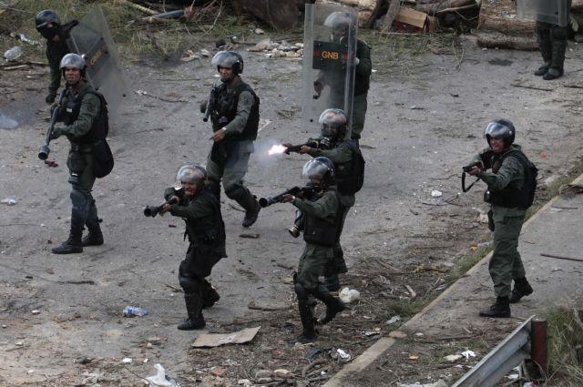 Семеро полицейских получили ранения при взрыве в столице Венесуэлы