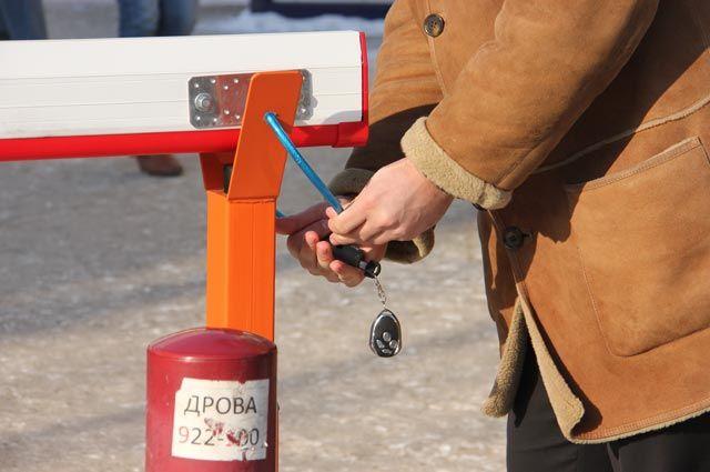 Абонемент проезда на месяц  стоит около 850 рублей.