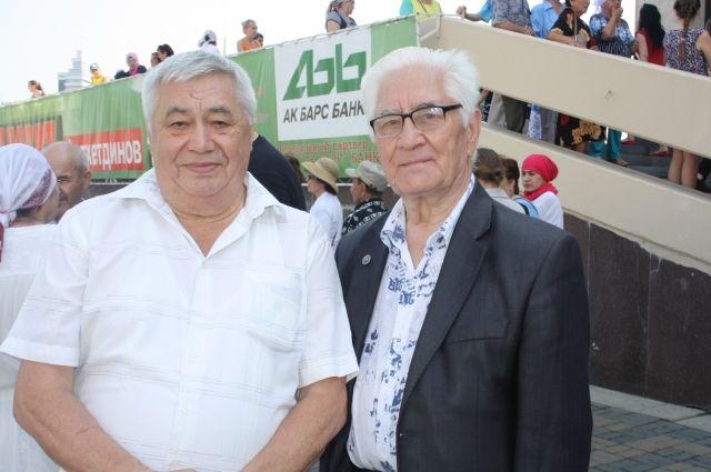 Директор казанского училища Масхуд Имашев справа.