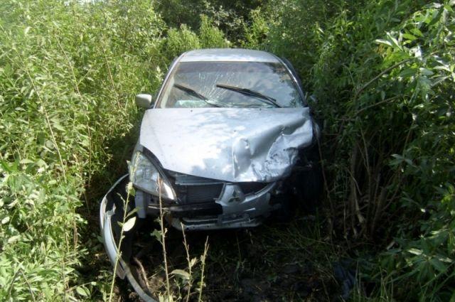 Иностранная машина после ДТП вылетела вкусты— Ярославская область