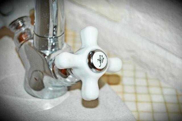 Подача воды в нормальном режиме возобновится после устранения утечки.