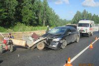 В результате ДТП погибла 32-летняя пассажирка мотоблока, водитель получил травмы и его отправили в больницу.