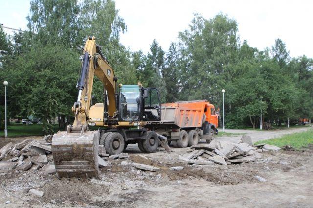 В Кемерове почти закончили разбирать центральную часть бульвара Строителей.