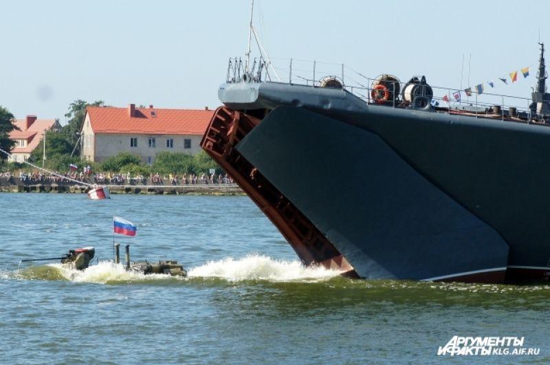 В общей сложности в мероприятиях водно-спортивного праздника в Балтийске приняли участие около 1,5 тысячи военнослужащих Балтийского флота.