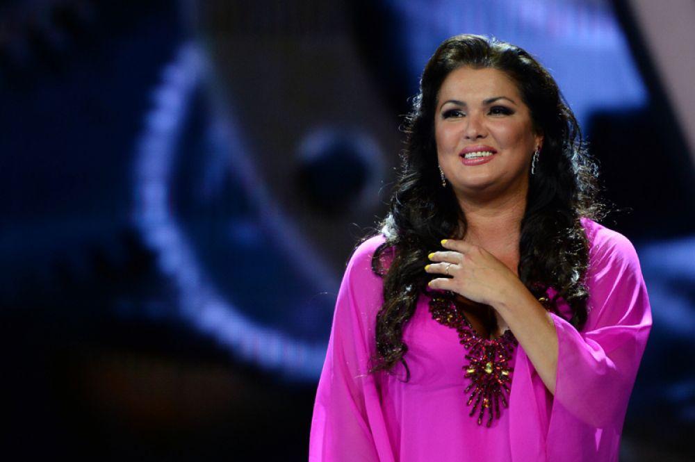 Лидером рейтинга стала оперная певица Анна Нетребко, чей годовой доход составил 7,5 миллиона долларов.
