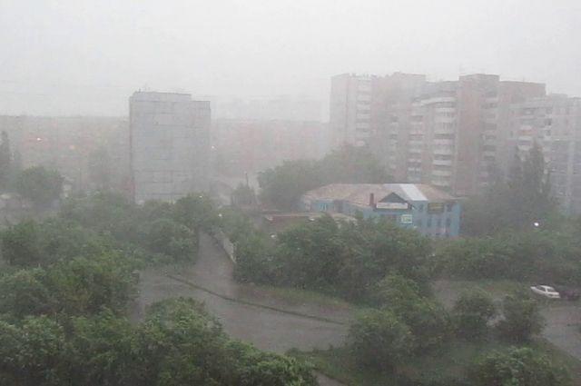 ГУ МЧС: В Оренбуржье приходят ливни и град.