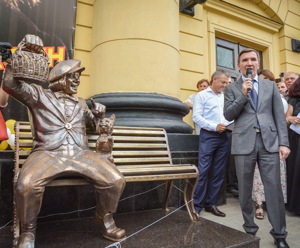 Скульптуру изготовили по эскизу Светланы Букке, который был выбран по итогам народного голосования.