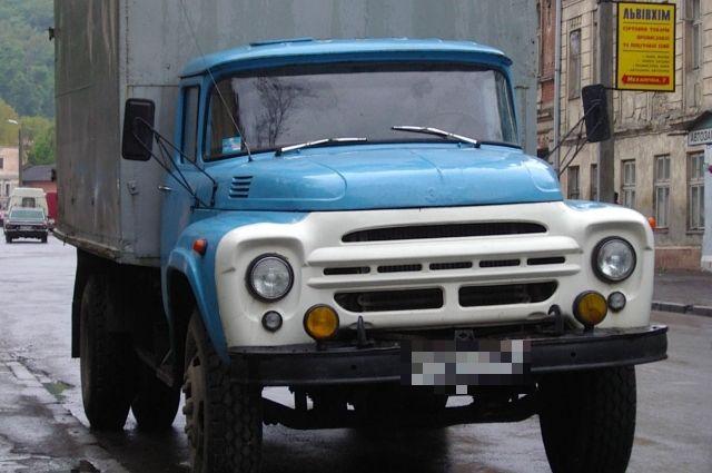 В Кемеровской области под колесами «ЗИЛа» погиб пенсионер.