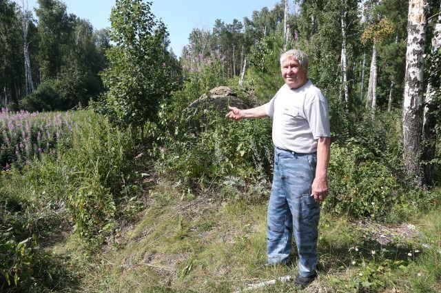 Анатолий Ерохин утверждает, что отстойный резервуар никак не огорожен.