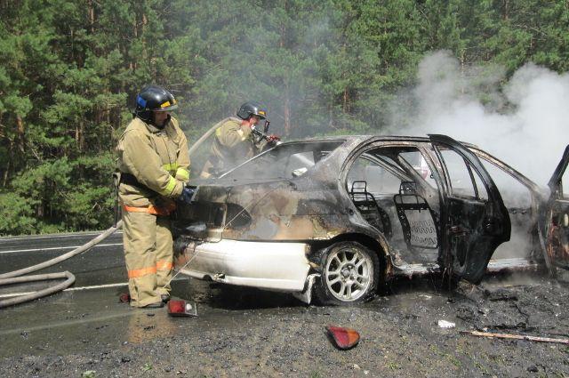 Под Заводоуковском на трассе сгорел автомобиль