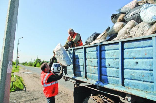 Экодружины собрали десятки мешков мусора на берегу реки Пяку-Пур