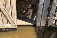 вода дошла до жилых домов.