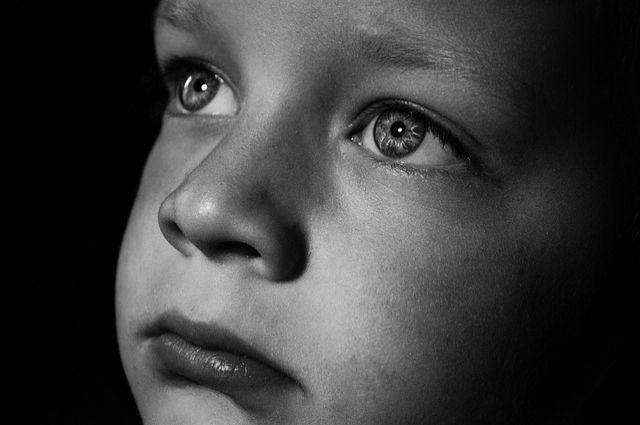 В беловской многоэтажке жильцы обнаружили потерявшегося ребенка.