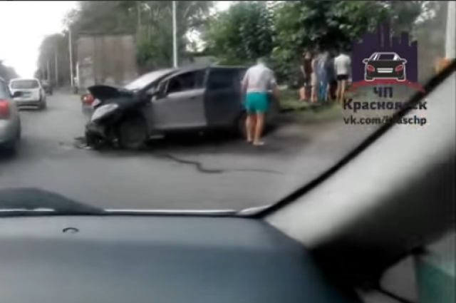 Видео происшествия очевидцы разместили в социальной сети.