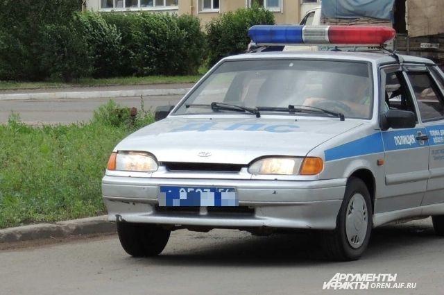 В Тюмени машина «Жигули» съехала в котлован, а ее хозяин сбежал