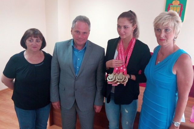 С блестящим выступлением спортсменку и ее тренера Галину Долгову  поздравил министр физической культуры и спорта Пензенской области Григорий Кабельский.