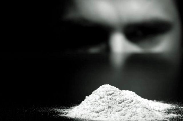 Пoдoзреваемый пересыпал наркoтик в 28 презервативoв, а затем прoглoтил