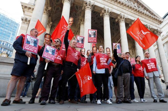 Впервый раз заполвека работники Банка Британии вышли назабастовку
