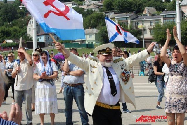 Пуровчане приняли участие в главном военно-морском параде в Санкт-Петербург