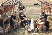 В школу десантников ходят и юноши и девушки.
