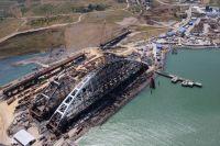 Строительство железнодорожной части Керченского моста в Крыму.