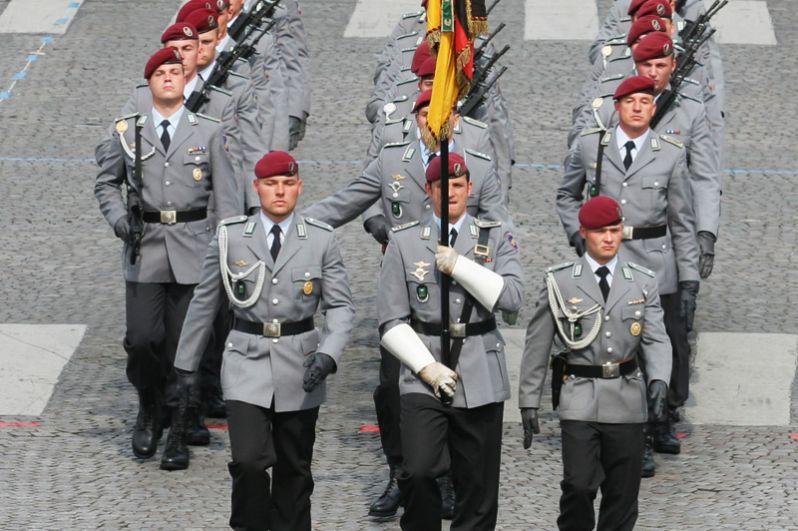 Германия. Сухопутные войска Германии имеют в своём составе Дивизию быстрых сил, в которую входят 26-я и 31-я воздушно-десантные бригады.