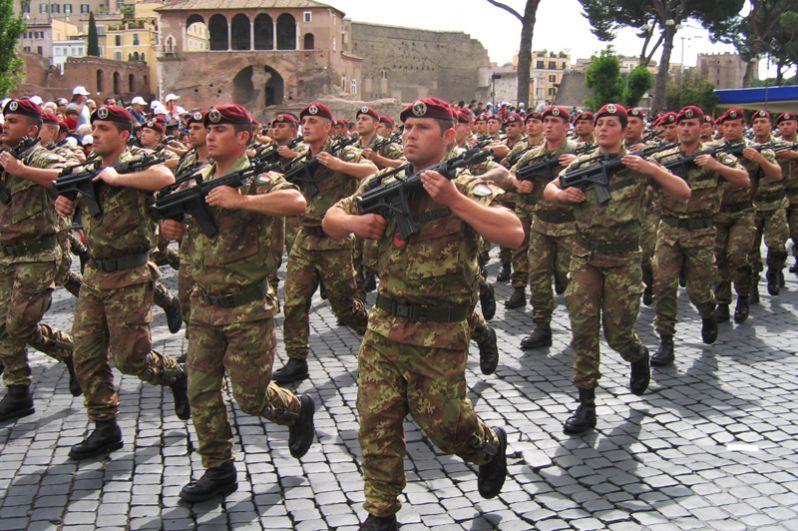Италия. Воздушно-десантные силы Италии представляют собой парашютно-десантную бригаду «Фольгоре».