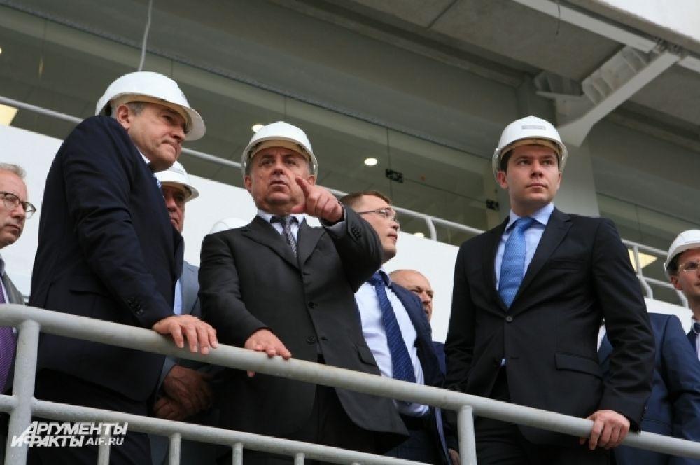 «Строительные работы на стадионе, возле стадиона будет реализовано в срок. Я уверен», - заявил Виталий Мутко.