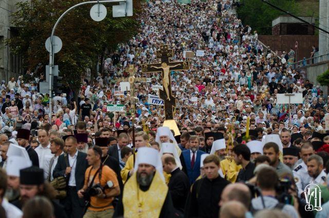 Впечатляющие масштабы Крестного хода УПЦ вызвали очередную волну информационной войны против этой церкви