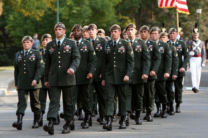 США. В состав ВДВ США входят две воздушно-десантных дивизии в составе сухопутных войск (82 и 101), а также спецназ СВ: 75-й полк рейнджеров и «Зелёные береты».