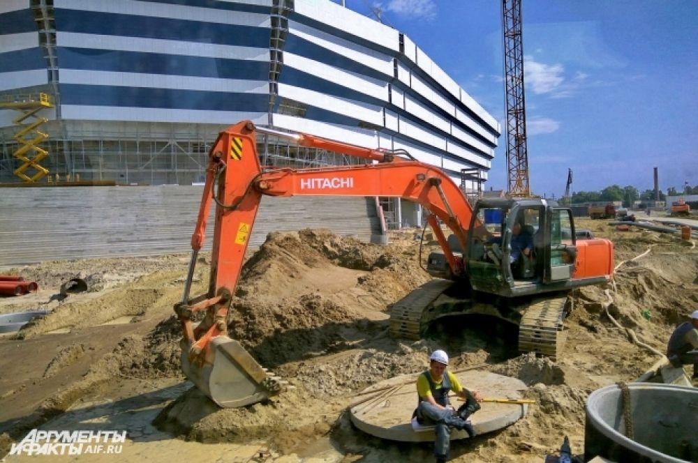 Сейчас на стадионе производятся по устройству внешних инженерных сетей, связывающих сети общего пользования и непосредственно сам объект.