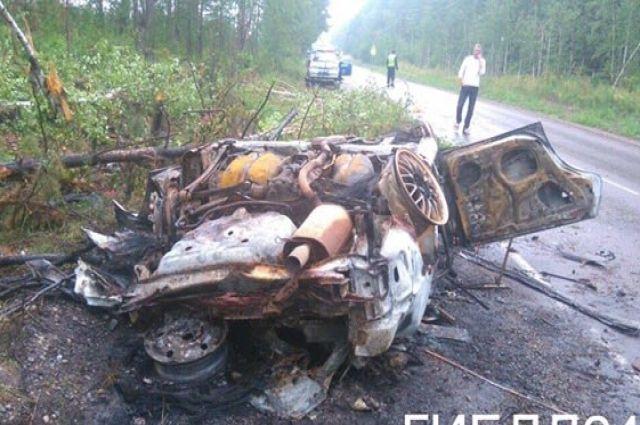 Машина моментально сгорела.