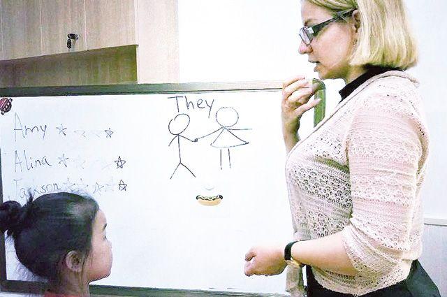 Галина преподаёт английский язык детям от 3 до 12 лет.