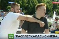 Журналист получил удар по лицу в прямом эфире