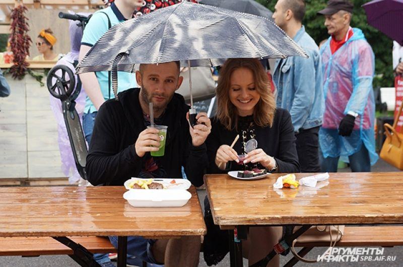 Дождь не помешал петербуржцам насладить гастрономическим праздником.