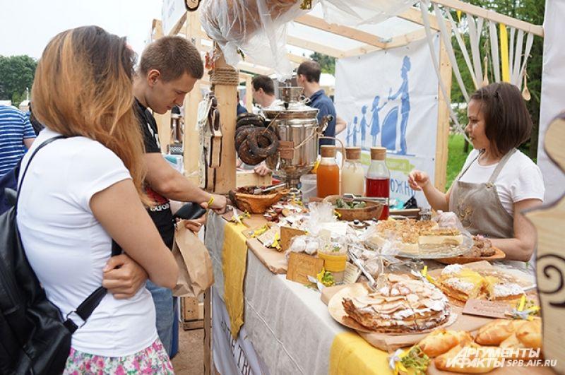 Своими лучшими блюдами угощали около 200 различных заведений.