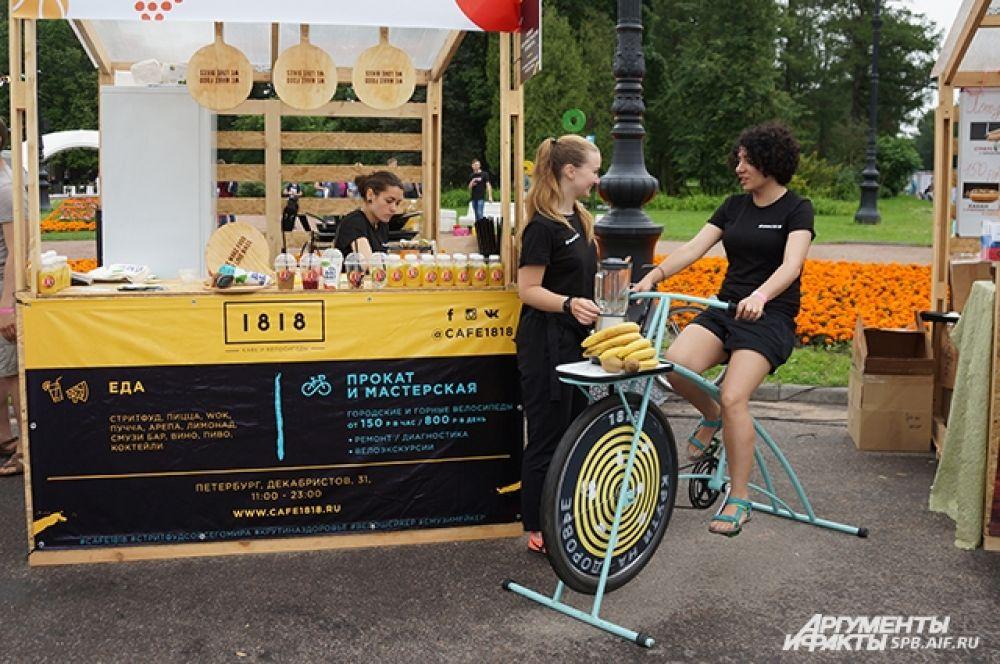 Все желающие могли протестировать необычный велосипед-соковыжималку.