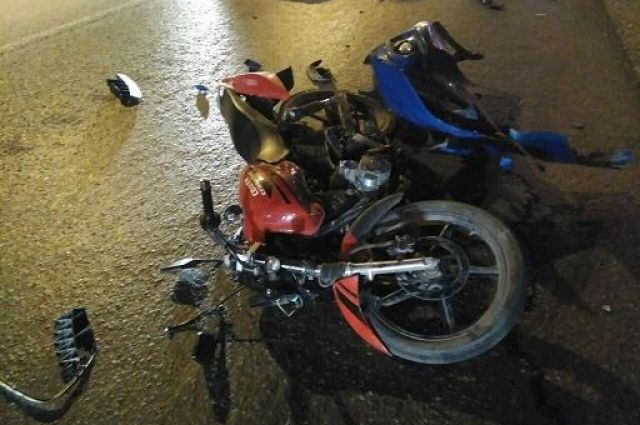 При столкновении автомобиля и мотоцикла в Тюмени пострадали два человека