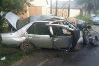 Автомобиль сильно пострадал.