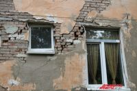 Жители боятся жить в своих домах.