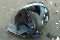 Мотоциклист не справился с управлением и опрокинулся на дорогу.