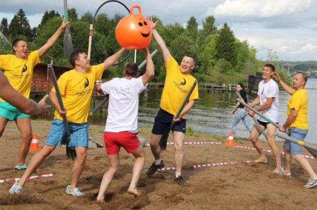 Во время фестиваля шесть команд – сборных цехов завода – приняли участие в спортивном турнире.