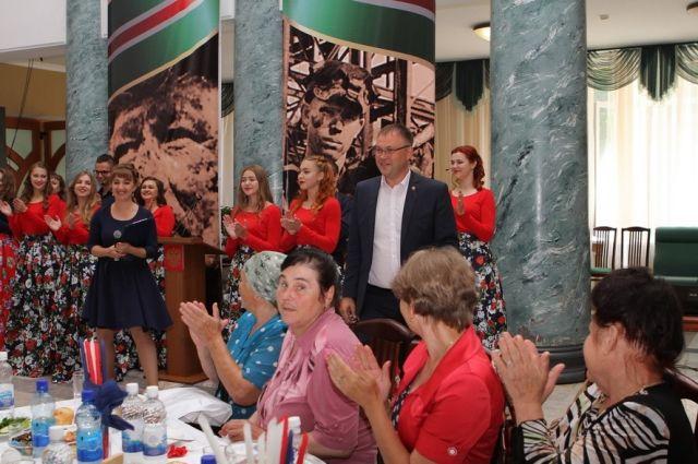 Глава Кемерова Илья Середюк встретился с семьями погибших шахтеров.