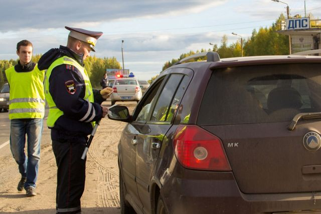 Работники милиции задержали нетрезвого водителя после стрельбы поколёсам