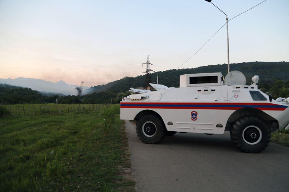 Бронеавтомобиль МЧС Республики Абхазия в селе Приморское Гудаутского района, где взорвались боеприпасы на складе Минобороны Абхазии.