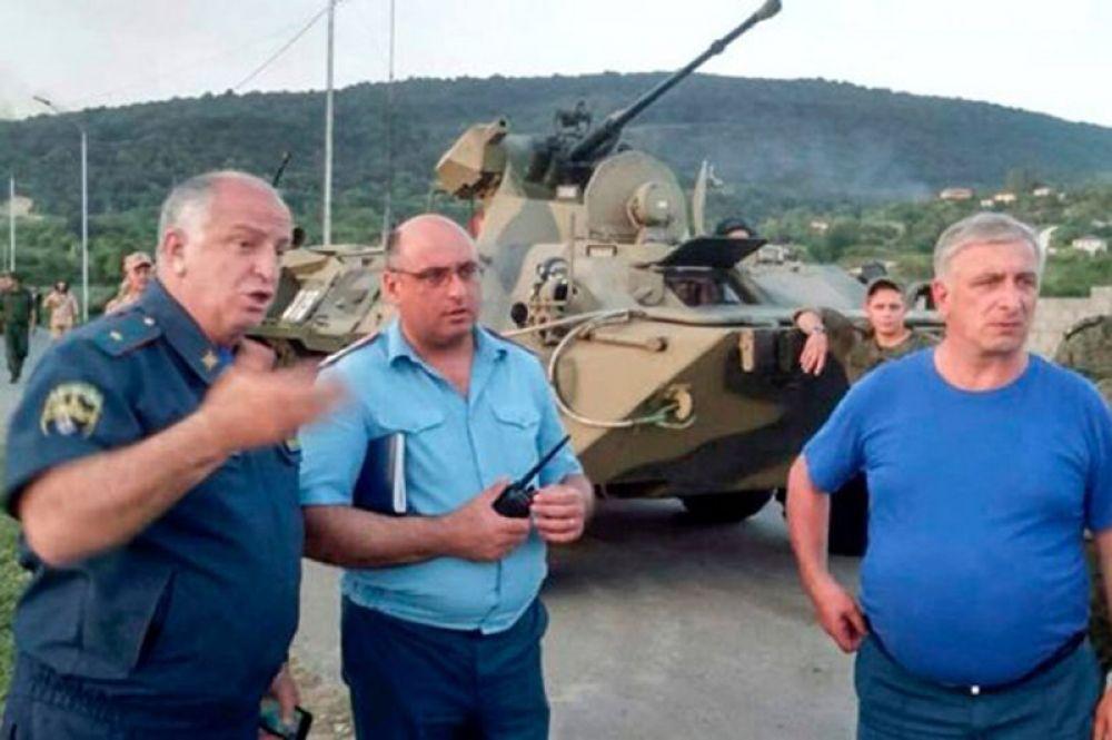 В селе Приморское Гудаутского района, где взорвались боеприпасы на складе Минобороны Абхазии.