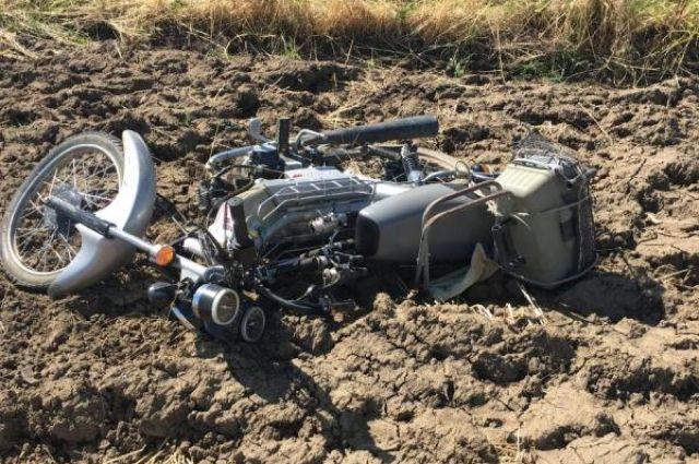 Мотоциклист без шлема умер на автотрассе вПетровском районе